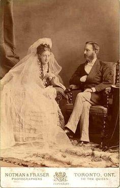 Vintage Wedding Photos, Vintage Bridal, Wedding Pictures, Vintage Photos, Wedding Bride, Wedding Dresses, Wedding Tips, Vintage Photographs, Wedding Portraits