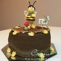 Bolo de pasta americana abelha para mesversario.