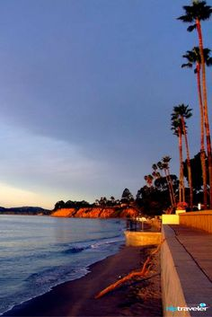 Santa Barbara in California is a beautiful city with great beaches, awesome food, fun bars and not to forget, wineries! Here is a quick guide to help you plan a great weekend with your girl friends || HipTraveler