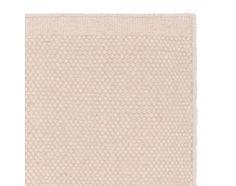 Unser Teppich Kolong wird von unseren Partnern in Indien unter zertifizierten Arbeitsbedingungen und mit viel Liebe zum Detail in Handarbeit verwoben. Die Kettfäden bestehen aus bester Baumwolle, während für die Schussfäden 100% robuste Schurwolle verwendet wird. Ein schöner Mix, der auch das Design maßgeblich prägt. Kombiniert mit einer rutschfesten Unterlage bleibt der Teppich an Ort undStelle.