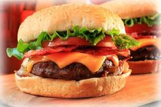Check out these secret burger techniques and gourmet burger recipes to make the best burgers at home. Gourmet Hamburgers, Gourmet Burger, Gourmet Grill, Best Hamburger Recipes, Lamb Burger Recipes, Bacon Cheese Burger Recipe, Cheeseburger Recipe, Smoked Burgers, Lamb Burgers