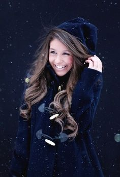 Big curls, with light makeup! love the idea of the look for winter<3