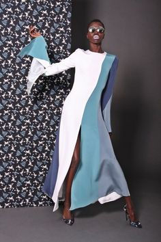 Christian Siriano Pre-Fall 2017 Fashion Show Collection: See the complete Christian Siriano Pre-Fall 2017 collection. Look 5 Workwear Fashion, Fashion Mode, Abaya Fashion, Fashion 2017, Runway Fashion, High Fashion, Fashion Show, Love Fashion, Fashion Dresses
