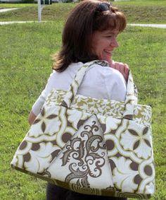 Sewing Bags My Calico Heart: Free Bag Pattern and Sew-Along. Diy Tote Bag, Tote Bags, Handbag Patterns, Handmade Purses, Fabric Bags, Quilted Bag, Beautiful Bags, Bag Making, Purses And Bags