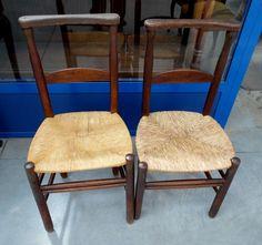 Coppia di sedie rustiche '800 in noce seduta in paglia