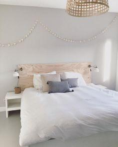 Love the sun in our bedroom.. Heerlijk mijn huis weer gepoetst na de kerstdagen. We hebben super dagen gehad. Vandaag wordt het babykamertje behangen   #wonenaandemadelief #vtwonen #diy #underlayment #naturalliving #wood #ateliersuhka #ikea #bedroom #styling #home #bedding #sleep