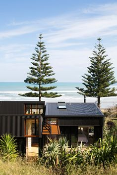 Makorori Beach by Jeremy Smith Small Summer House, Dream Beach Houses, Shed Homes, Cabins And Cottages, Space Architecture, Building A New Home, Modern Exterior, House Goals, Black House
