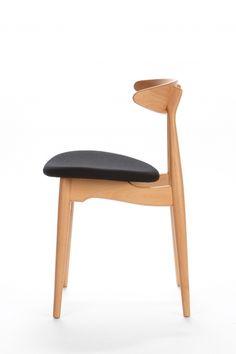 стул вариант 2   Высота (см): 74 Высота сиденья (см): 46 Ширина (см): 56,5 Глубина (см): 48,5 Материал каркаса: Бук Материал подушки: Ткань Цвет подушки: Черный Цвет каркаса: Натуральный 14040 руб