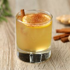 Fireball Drinks, Whiskey Drinks, Bar Drinks, Yummy Drinks, Alcoholic Drinks, Beverages, Healthy Drinks, Healthy Recipes, Whisky Cocktail