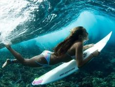 i could surf. like a boss. actually, if only i could surf at all. Inspiration Artistique, Learn To Surf, Jolie Photo, Beach Volleyball, Surfs Up, Surf Girls, The Bikini, Surf Bikini, Wakeboarding