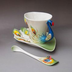 """Free Shipping! beautiful """"lovers cup"""" /chinese porcelain mug cup/Enamel porcelain dazzle gold peacock mugcoffee cup/1pcs   US $32.42    cup size:9*8.5cm  dish length:17.5cm  spoon length:14cm    http://www.aliexpress.com/wholesaleproduct/wholesaleProductDetail.htm?productId=427307122=Free-Shipping-beautiful-lovers-cup-chinese-porcelain-mug-cup-Enamel-porcelain-dazzle-gold-peacock-mugcoffee-cup#"""