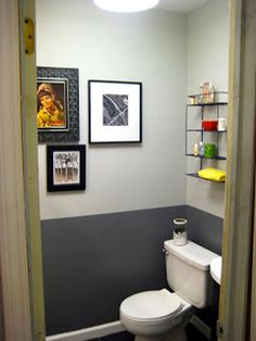 Anthracite gray toilet paint to paint the base and pearl gray on the top of the walls. Toilet bowl and white washbasin. Iron shelves for storing accessories - Deco Wc Original, Grey Toilet, Small Toilet Room, Toilette Design, Iron Shelf, Downstairs Toilet, Upstairs Bathrooms, Bathroom Colors, Home Staging