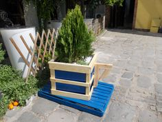 I wanted my creation to look like a big coffee cup because is for cafeteria.    Idea sent by STAVROS GOUZOS ! #Garden, #Pallets, #Planter