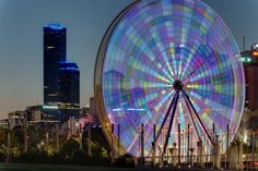 Have You Ever Seen Long Exposure Photos of Ferris Wheels? Time Lapse Photography, Art Photography, Powerful Pictures, Beautiful Pictures, Funky Lighting, Long Exposure Photos, Melbourne Australia, Illusions, Places To Go