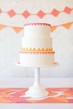 A beautiful Spring cake for a warm spring party! Tangerine Wedding, Orange And Pink Wedding, Rose Orange, Spring Cake, Spring Party, Geometric Cake, Wedding Cake Inspiration, Fancy Cakes, Cupcake Cakes