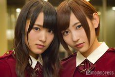 モデルプレスのインタビューに応じた菅井友香(左)と志田愛佳(右)/(C)モデルプレス