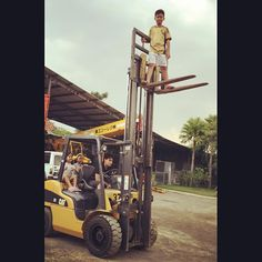 """Quoting """"My kids playing around the #forklift"""" ... smh #safetyfail"""