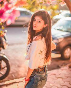 Wafadaar or tum ,khayal Aacha hai,. Be-wafaa or hum ,ilzaam Aachs hai 💗 Cute Small Girl, Cute Girl Photo, Girl Photo Poses, Stylish Photo Pose, Stylish Girls Photos, Stylish Girl Pic, Teenage Girl Photography, Photography Poses Women, Portrait Photography