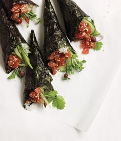 Spicy Seattle Tuna Rolls via Posey. Kick up your spread with this elegant snack. Sushi Recipes, Seafood Recipes, Asian Recipes, Cooking Recipes, Healthy Recipes, Ethnic Recipes, Oriental Recipes, Party Recipes, Spicy Recipes