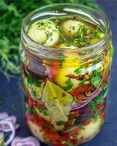 """468 curtidas, 12 comentários - Malga Di Paula (@vegan.the.best.brazilian) no Instagram: """"Repost @veganapratica ・・・ CCONSERVA DE BATATINHA COM MIX DE TEMPEROS! Fiz essa delícia e ficou…"""" Antipasto, Chutney, Whole 30 Vegan, Refrigerator Pickle Recipes, Cooking Gadgets, Kraut, Fruits And Veggies, Food Preparation, Sauce Recipes"""
