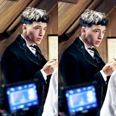 Ezra as Credence Credence Fantastic Beasts, Ezra Miller, Bae, Fantastic Beasts And Where, Harry Potter Universal, Beautiful Person, New Movies, Pretty Boys, Actors & Actresses