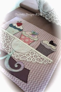 TWINKLE PATCHWORK Hand Applique, Applique Patterns, Applique Quilts, Patchwork Quilting, Quilt Patterns, Cute Quilts, Mini Quilts, Sewing Crafts, Sewing Projects