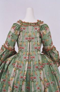 Robe a la francaise ca. 1770 From the Bunka Gakuen Costume Museum(upper back detail)