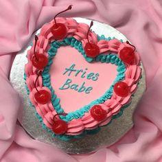 Pretty Birthday Cakes, Pink Birthday, Pretty Cakes, Cute Cakes, Birthday Party Themes, 17th Birthday, Birthday Weekend, Aries Baby, Funny Cake