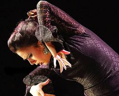 Are you keen to see a flamenco show? Seville offers a wide variety of relatively small and intimate venues where you may discover your passion for flamenco. Flamenco Dancers, Belly Dancers, Dance Art, Ballet Dance, Dance Fashion, Fashion Show, Spain Culture, Night Shadow, Dance Movies