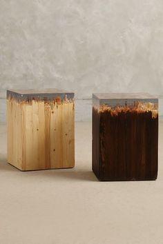 Banco em madeira com detalhe em acrílico. Peças incríveis.