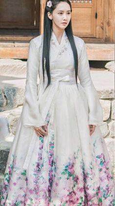 Korean Hanbok, Korean Dress, Korean Outfits, Korean Traditional Dress, Traditional Dresses, Asian Woman, Asian Girl, Yoona Snsd, Korean Fashion Trends