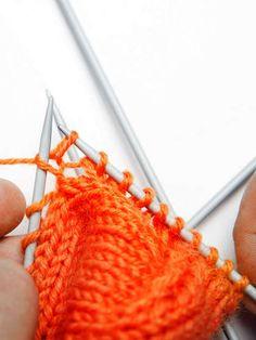 Villasukan kantapää – kolme ohjetta - Yhteishyvä Crochet Socks, Crochet Stitches, Merino Wool Blanket, Fingerless Gloves, Arm Warmers, Knitting, Crocheting, Villa, Slippers
