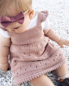 Diy Knitting Projects, Knitting Blogs, Knitting For Kids, Baby Girl Patterns, Baby Knitting Patterns, Knit Baby Dress, Estilo Fashion, Baby Time, Knit Fashion