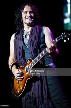 Guitarist Vivian Campbell of Def Leppard performs at House of Blues Sunset Strip on June 2012 in West Hollywood, California. Blue Sunset, Sunset Strip, West Hollywood, Hollywood California, Vivian Campbell, 38 Special, Kid Rock, Def Leppard, Playing Guitar