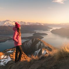 12 Must See Places On The South Island Of New Zealand - Renee Roaming Nz South Island, New Zealand South Island, New Zealand Itinerary, New Zealand Travel, Kayak Pictures, Marlborough Sounds, Lake Wanaka, Pool Picture, Milford Sound