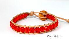 Leather Red Glass Beads Wrap Bracelet Braccialetto da avvolgere al polso Cuoio Mezzi Cristalli Sfaccettate Rosse di ProjectGLO su Etsy