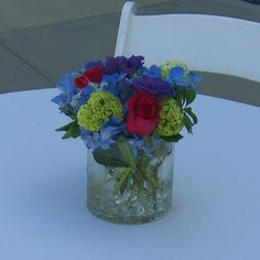 Clear cylinder vase, clear beads and roses and hydrangeas... like the use of the beads in the simple centerpiece.