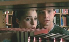 Max and Liz at the library ( Roswell) Best Tv Shows, Best Shows Ever, Roswell Tv Series, Roswell New Mexico, My Destiny, Believe In God, Evans, Movie Tv, Film