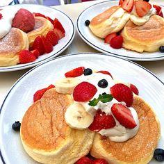 ミックスフルーツのスフレ パンケーキとイチゴづくしのスフレ パンケーキ/T's lanai | SnapDish[スナップディッシュ] (ID:D5e8ra)