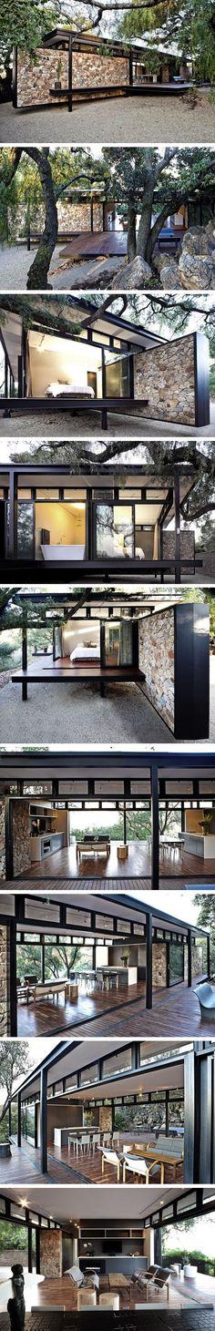 Pavilhão dos sonhos: estrutura metálica preta e muro de pedras - {Dream pavilion: black metalic structure and stone wall}
