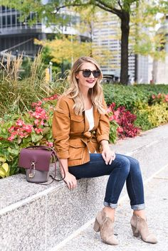 If cooler temperatures have you wondering how to layer for fall, try these easy to wear, affordable basics that I swear by! Visions of Vogue blog