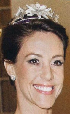 While this tiara is still owned by the jeweller Flora Dancia, the company Anja Blinkenberg worked for in 2011 when she designed it, Princess Marie has exclusive rights to wear it.
