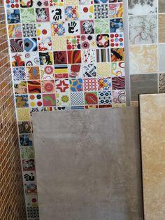 Pop art bathroom Loft Bathroom, Arte Pop, Tiles, Pop Art, Powder Room, Laundry, Design Ideas, Guest Toilet, Room Tiles