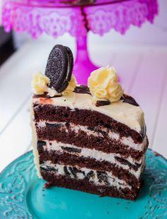 Tort OreoAcest tort e delicios !Nu e foarte dulce, are crema de branza cu biscuiti oreo, blat umed de cacao si cream cheese frosting . Lucky Cake, Cream Cheese Frosting, Vanilla Cake, Nutella, Love Food, Tiramisu, Oreo, Biscuit, Cookie Recipes