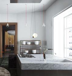 Kitchen Island made of white marble. Ilôt de cuisine en marbre blanc By New Home Agency