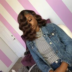 """It can not be repeated enough, bob is one of the most versatile looks ever. We wear with style the French """"bob"""", a classic that gives your appearance a little je-ne-sais-quoi. Here is """"bob"""" Despite its unpretentious… Continue Reading → Sew In Hairstyles, Curly Bob Hairstyles, Black Girls Hairstyles, Braided Hairstyles, Curly Hair Styles, Stylish Hairstyles, African Hairstyles, Natural Hairstyles, Naturhaar Bob"""