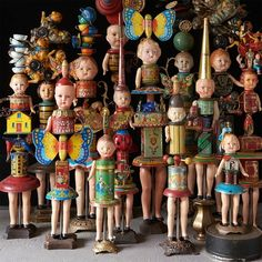 each doll is made from vintage lithographed tins, wind up toys and antique american, french and german doll heads. no two dolls are alike. Vintage Crafts, Vintage Dolls, Paper Dolls, Art Dolls, Spool Crafts, Adornos Halloween, Art Populaire, Found Object Art, Junk Art