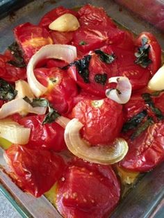Roasted tomato sauce recipe Roasted Tomato Sauce, Easy Tomato Sauce, Tomato Sauce Recipe, Roasted Tomatoes, Glass Pan, 4 Leaves, White Onion, Unprocessed Food, Good Enough To Eat