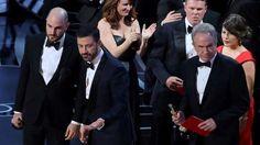 La Academia premia a lo que Hollywood no apuesta  Tras el affaire del sobre rojo (el contador Brian Cullinan -de ahora en más, por su parecido, el falso primo de Matt Damon-, le pasa el sobre a Warr... http://sientemendoza.com/2017/03/04/la-academia-premia-a-lo-que-hollywood-no-apuesta/
