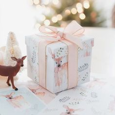 Love this free printable Christmas wrapping paper by Craftberry Bush! So adorable and girly to wrap your daughters Christmas gifts in. Noel Christmas, Winter Christmas, Vintage Christmas, Whimsical Christmas, Christmas Christmas, Pink Christmas Decorations, Christmas Colors, Free Christmas Printables, Christmas Gift Wrapping